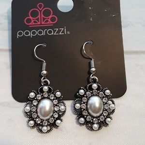 Paparazzi pearl earrings